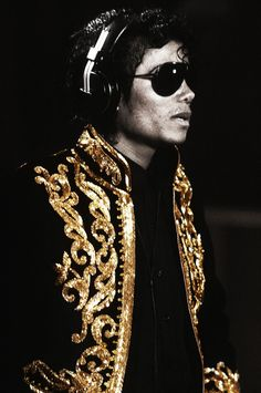 michael jackson in china 1987 Jackie Jackson, Randy Jackson, Jackson Life, American Music Awards, American Singers, Michael Jackson Fotos, Michael Jackson Photoshoot, Kenny Loggins, Harry Belafonte