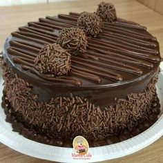 Chocolate Cake Designs, Chocolate Truffle Cake, Chocolate Desserts, Easy Cake Decorating, Birthday Cake Decorating, Chocolate Birthday Cake Decoration, Chocolate Covered Treats, Chocolate Delight, Cake Truffles