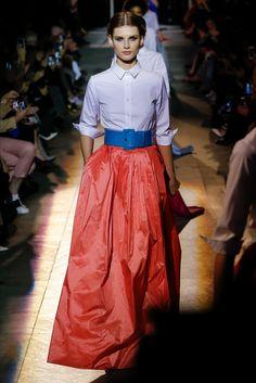 The complete Carolina Herrera Fall 2018 Ready-to-Wear fashion show now on Vogue Runway. Fashion Moda, Love Fashion, Runway Fashion, Autumn Fashion, Fashion Outfits, Womens Fashion, Fashion Design, Carolina Herrera, Black Tie Attire