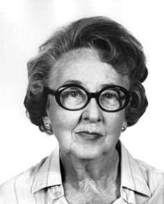 La arqueóloga Beatrice de Cardi (1914-) nació un 5 de junio