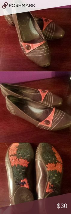 Brown & red flats Indigo by Clarks, size 9.5, only worn once, comfy soles Clarks Shoes Flats & Loafers