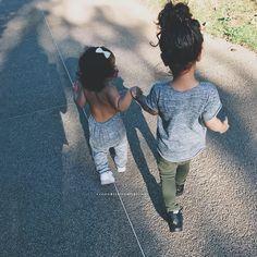 Mes bébés ☀️ ----------------- Bonne nuit _aller ensemble dans la même direction ... main dans la main ils ont été parfait aujourd'hui • • • • • • • • • • #thetrendykidz #stylish_cubs #cutest_kiddies #cutekidsfashion #trendykids_ig #superfashionkids #ig_fashionkiddies #kidzootd #kidzmoda #official_kidsfashion #fashionkids_worldwide #spectacularkidz #postmyfashionkids #kidswall #justbaby #fashion_and_babies #perfectbabies #kidsfashion #kidzfashion #babies #fashionkids #bonsais...