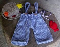 conjunto confeccionado em tricô e crochê.  cor - azul e bege  detalhes - peixinho, botões, pompom  tamanhos - RN/ 1 a 3 / 3 a 6 meses ( para outros tamanhos consulte valor) R$ 99,90