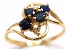 Online veilinghuis Catawiki: Gouden ring gezet met een 4 saffier edelstenen met een totaal van 0,34 ct uit en afgewerkt met 2 briljant geslepen diamanten van 0,047 ct.