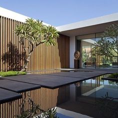 Modern Garden Architecture Design Ideas For Luxury House - Dlingoo Garden Architecture, Architecture Design, Contemporary Architecture, Contemporary Design, Minimal Architecture, Residential Architecture, Home Garden Design, House Entrance, Garden Entrance