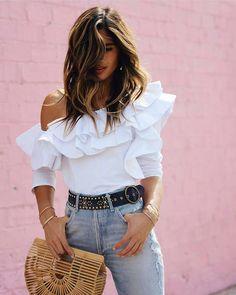 """877 Me gusta, 11 comentarios - Outfit Ideas  Aline Lorenzo (@outfitideas4you) en Instagram: """" @rocky_barnes Las blusas con volantes y los bolsos tipo cesto que no falten, top trends! Los de…"""""""