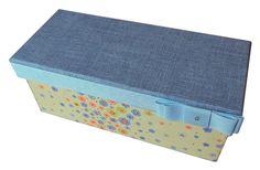 4. Caixa Patchwork retangular, amarela florida com azul. Área Interna: LxCxA = 8,5 x 21,5x 8,00. Preço: 35,00.