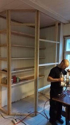 hörnskafferi,platsbyggt skafferi,gå-in-skafferi | Kitchen - Pantry ...