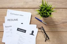 Job recruiters may spend only a few seconds looking at your resume, but career experts say a well-crafted skills section could keep them reading a lot longer. Types Of Resumes, Great Resumes, Resume Examples, Resume Writing, Writing Tips, First Resume, College Resume, Curriculum Vitae Resume, Model