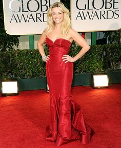 Resse Witherspoon looks very elegant in her peony taffeta bustier Zac Posen gown.  She emits the warm Watermelon, Mandarin, Pink Passion Fruit, Marigold, Green Apple, Water Hyacinth, fragrance Notes of the original Juicy Couture!
