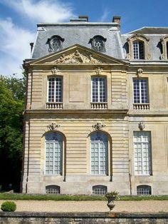 Château de Champlâtreux - close up view