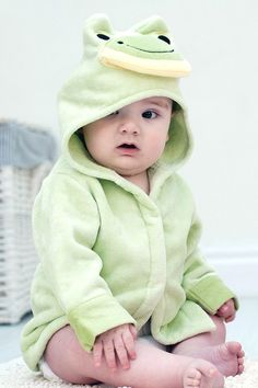 Frog Soft Hooded Baby Bath Robe Looking for a baby gift for a baby boy? This green Friendly Frog hooded baby bath robe makes a perfect baby present. Babies name can be embroidered at the back to make a special personalized baby gift. Baby Bath Gift, Baby Boy Gifts, Toddler Gifts, Handmade Baby Gifts, Personalized Baby Gifts, Frog Baby Showers, Baby Presents, Woodland Baby, Cool Baby Stuff