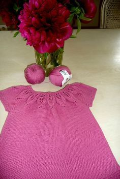 Une robe en coton pour la belle saison ! Ce modèle se tricote avec des aiguilles... Crochet For Kids, Cotton Dresses, Baby Dresses, Kids And Parenting, Knit Dress, Couture, Knitting, Clothes, Amazon