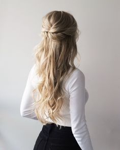 3 Easy 3 Minute Hairstyles For 2019 - Easy Hairstyles Medium Hair Styles, Curly Hair Styles, Hair Medium, Hair Styles For Grad, Long Thin Hair, Thick Hair, Trending Hairstyles, Hair Looks, Hair Inspiration