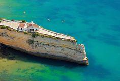 ポルトガルの小さな半島の上に建つノッサ・セニョーラ・ダ・ローシャ教会 | Sworld