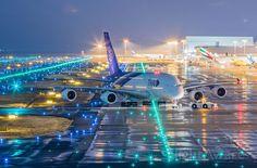 Thai Airways night departure 🌙 Photo By: Unknown Airplane Wallpaper, Super Pictures, Thai Airways, Airplane Photography, Food Photography, Commercial Aircraft, Civil Aviation, Jet Plane, Space Travel