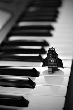 Pianist Mr. Vader.