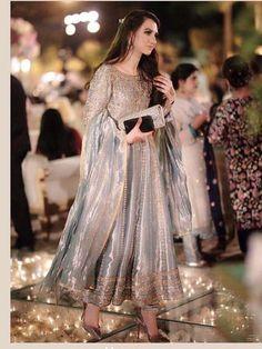 Indian bridal wear engagement 15 Ideas Source by malaikashakeel Dresses Shadi Dresses, Pakistani Formal Dresses, Pakistani Wedding Outfits, Pakistani Dress Design, Indian Dresses, Indian Outfits, Pakistani Couture, Pakistani Engagement Dresses, Pakistani Party Wear