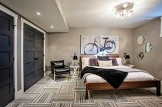 unique bedroom ideas for men and teenage boy with striped tiles