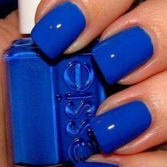 pretty blue nails...