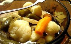 A Kifőztük újság  5. számában jelent meg a recept, az újság még letölthető az előbb belinkelt oldalról.   Szerintem most már igazán itt az... Naan, Cauliflower, Vegetables, Food, Cilantro, Cauliflowers, Head Of Cauliflower, Veggies, Essen
