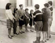 Ένα λεπτό κρεμμύδι γκέο βαγκέο Black N White Images, Black And White, Old Time Photos, Old Games, Yesterday And Today, My Memory, Vintage Children, My Childhood, Kids Playing