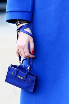 What a cute little Birkin...I love IT!! ;)
