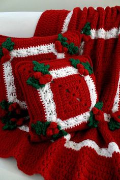 Holly and Berries Afghan and Pillow Crochet por Maggiescrochet