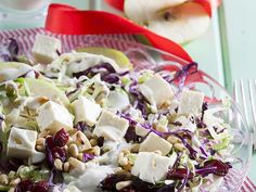 Crunchy Cabbage and Apple Coleslaw South African Recipes, Ethnic Recipes, Apple Coleslaw, English Food, English Recipes, Veg Dishes, Side Dishes, Fruit And Veg, Food Inspiration