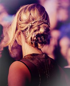 jennifer lawrence's hair at the hunger games premiere.