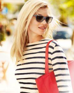www.elle.be :Kate Moss, wereldwijd mode-icoon en muze van menig ontwerper, is voor het tweede jaar op rij het gezicht van de Vogue Eyewear zomercampagne.