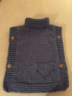 Knitted poncho - Knitting patterns, knitting designs, knitting for beginners. Kids Poncho Pattern, Poncho Knitting Patterns, Knitting Blogs, Knitted Poncho, Easy Knitting, Knitting For Kids, Knitting Designs, Knit Patterns, Knitting Needles