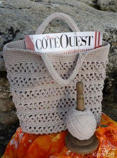 For this short week of vacation (before the big ones), we chose to leave at the end of the world, not on the other side of the planet but 970 km from the house in Finistère. It was at Roscoff that we anchored and for this new … Crochet Diy, Love Crochet, Bead Crochet, Crochet Gifts, Patron Crochet, Diy Bags Purses, Moda Boho, Crochet Purses, Crochet Bags