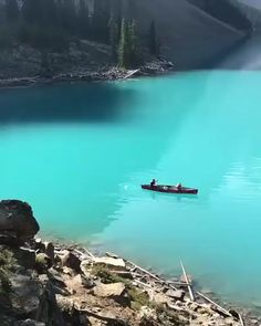 Moraine Lake, Banff National Park, Alberta, Canada - The Travel Hacking Life - Nature travel Vacation Places, Vacation Spots, Greece Vacation, Dream Vacations, Lago Moraine, Beautiful Places To Travel, Romantic Travel, Banff National Park, National Parks