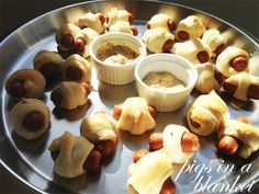 Last-minute Oscar party ideas. Gourmet pigs in a blanket recipe. Pig Party, Party Dips, Party Snacks, Mad Men Party, Pigs In A Blanket, Rachel Ray, Supper Ideas, Oscar Party, Marilyn Manson