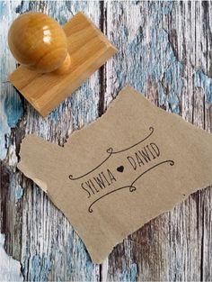 Oryginalny stempel ślubny w stylu rustykalnym. Uroczy dodatek do ślubnej papeterii :)  Do kupienia w sklepie internetowym Madame Allure.