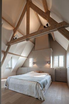 4 Wondrous Useful Ideas: Attic Bedroom Girl attic organization unfinished.Attic Renovation Tips attic loft cozy nook. Attic Loft, Bedroom Loft, Home Bedroom, Master Bedroom, Attic Library, Attic Office, Attic Apartment, Attic Rooms, Attic Spaces
