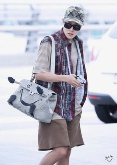 Image uploaded by 𝙐𝙂𝙃! Find images and videos about kpop, bts and bangtan on We Heart It - the app to get lost in what you love. Gwangju, Bts Airport, Airport Style, Airport Fashion, Jung Hoseok, Jin, Rapper, Hope Fashion, Bts J Hope