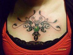 tribal en pecho tattoo