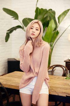 chuu_츄 - 츄(chuu) | 방을 정리하다 knit | TOP