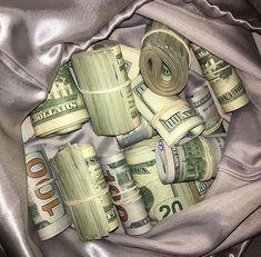 Money Girl, Mo Money, How To Get Money, Costume Africain, Whatsapp Text, Money On My Mind, Money Pictures, Money Stacks, Manifesting Money