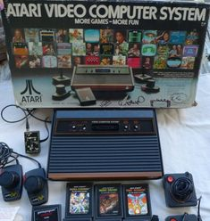 Atari 2600 Video Computer Game System unit games original We were still playing this at our house, and going to my friend's to play Super Nintendo My Childhood Memories, Childhood Toys, Vintage Games, Vintage Toys, Arcade Games, Mejor Gif, Old Computers, 80s Kids, Pac Man