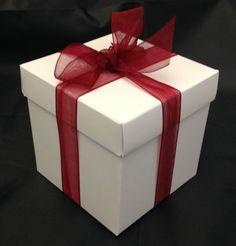 10 x 7 cm quality glossed white card self locking gift/favour/cupcake box