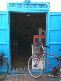 The bicycle story, part 2 Essaouira Medina, Bicycles, Motorcycle, Vehicles, Food, Motorcycles, Cars, Meals, Bicycle