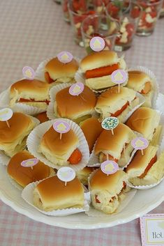 Wald-Baby-Dusche - Bri's Pool Party - - Baby Shower Foods - Comida Recetas Forest Baby Showers, Baby Party, Finger Foods, Kids Meals, Catering, Treats, Food And Drink, Desserts, Forest Party