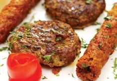 Shami Kabab is an extremely popular snack especially in India and Pakistan. A Shami is a small piece of chicken or beef or minced mutton and ground chickpeas and spices. It is basically a non-vegetarian dish that admired by all non-vegetarian people. It is very easy to cook and take very less time to get ready. Shami Kabab Ingredients :  #foodrecipe #famousrecipie #healthyrecipe #HoneyChillyPotato #indianfoodrecipes #vegetablerecipie #vegetarianrecipe #chicken recipe #nonvegrecipes… Chicken Jalfrezi Recipe, Recipe For Chicken Tikka, Asian Chicken Recipes, Cabbage Recipes, Afghan Food Recipes, Easy Egg Recipes, Top Recipes, Indian Food Recipes, Great Recipes