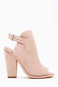 Stylish and they look like a comfortable pair of heels which is always a plus!