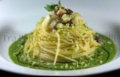 Le mie ricette - Spaghettini cotti in brodo di pomodoro, con baccalà, pomodori secchi e mollica di pane al prezzemolo, serviti con emulsione di agretti | Tra Pignatte e Sgommarelli