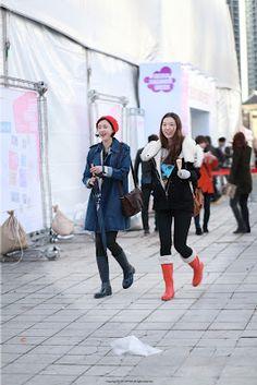 FW Seoul Fashion Week Street Fashion of Fashion People Where : Olympic park, Seoul Seoul Fashion, Street Fashion, Olympics, Beautiful Dresses, Baby Strollers, The Selection, Street Style, Park, Children