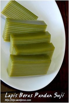 Learn what are Chinese Food Treat Indonesian Desserts, Indonesian Cuisine, Asian Desserts, Rice Cake Recipes, Snack Recipes, Nyonya Food, Malaysian Dessert, Pandan Cake, Resep Cake